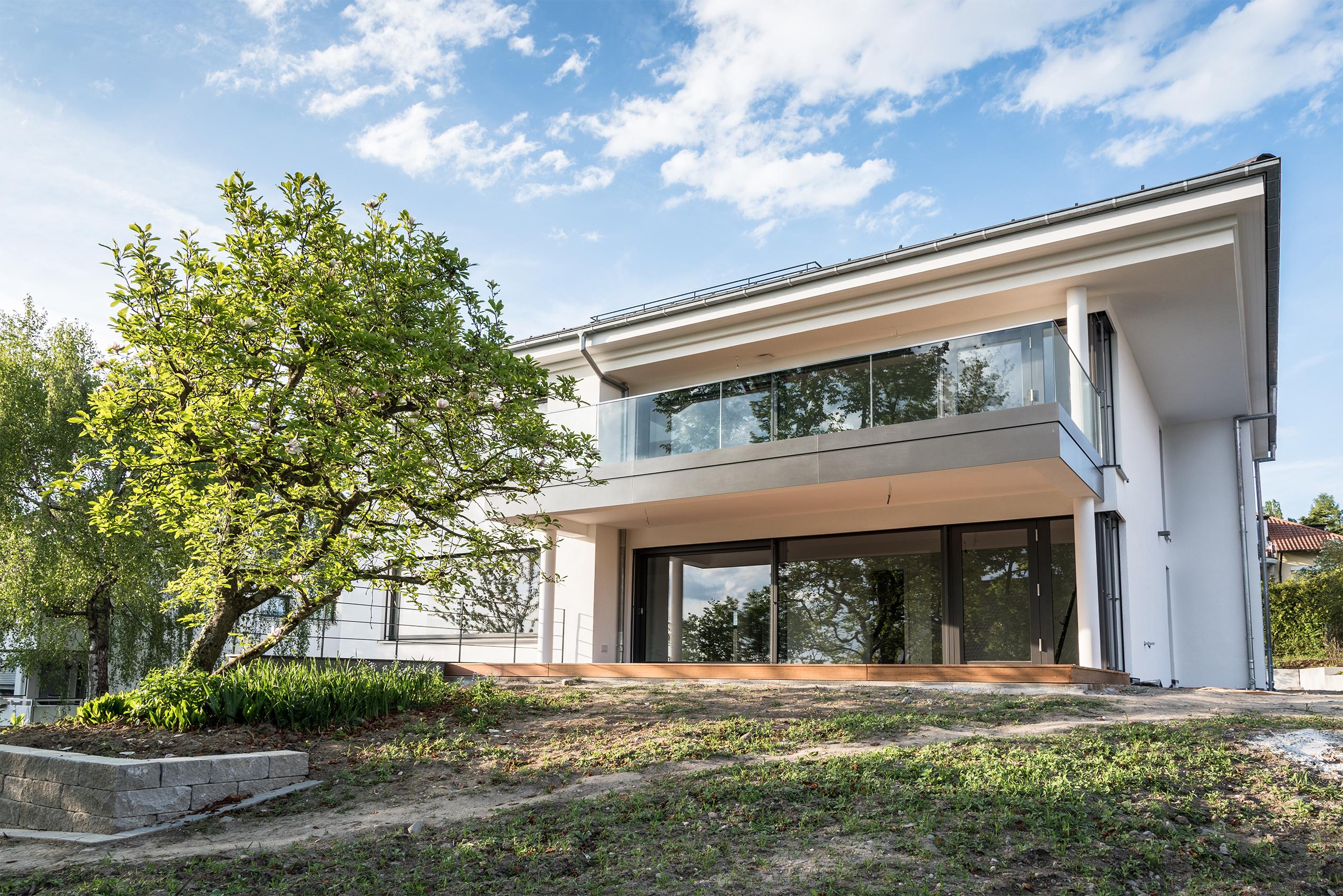 Design-Villa in Bestlage mit See- und Alpensicht