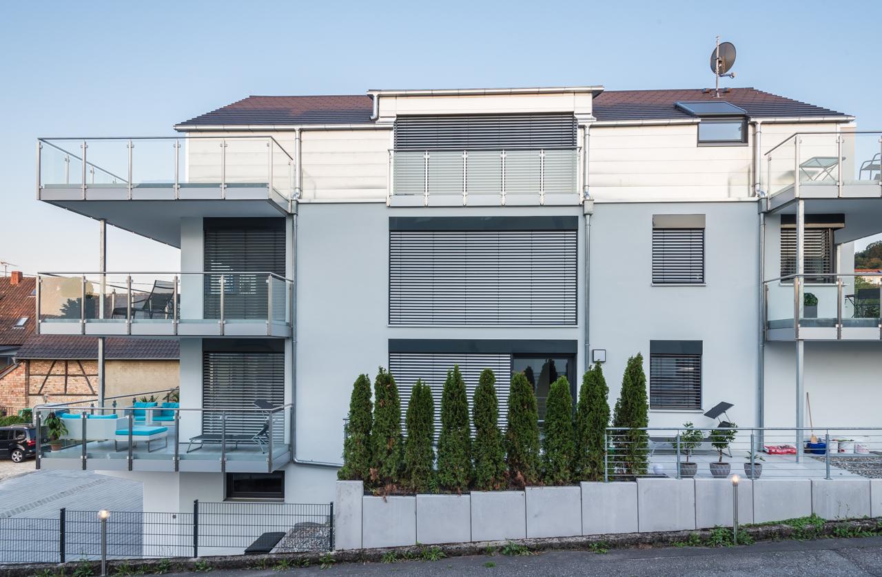 Design-Mehrfamilienhaus in unmittelbarer Seenähe